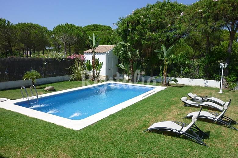 Villa piscina privada 1000 m playa golf 4 dorm sancti for Piscina privada
