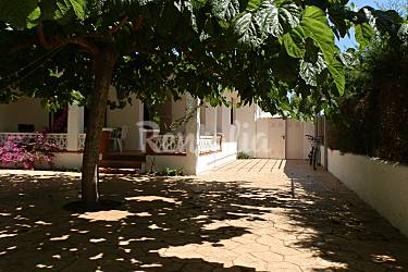 Casa en alquiler a 200 m de la playa riumar deltebre for Apartamentos jardin playa larga tarragona