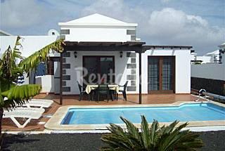 Villa con piscina privada climatizada, jardín wifi Lanzarote