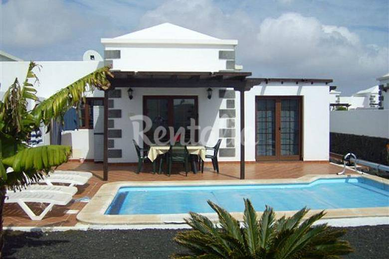 Villa con piscina privada climatizada jard n wifi playa blanca yaiza lanzarote parque - Villas en lanzarote con piscina privada ...
