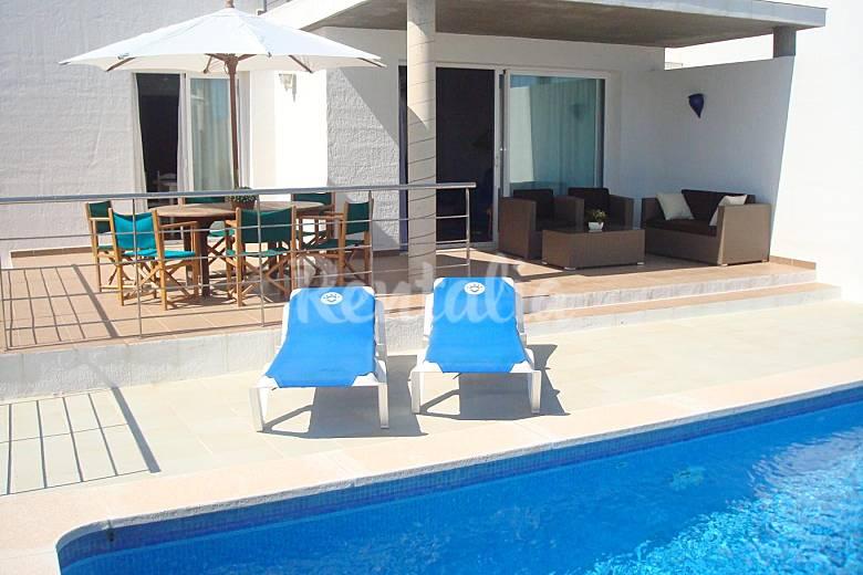 Villa con vistas al mar y piscina privada na macaret es for Villas con piscina privada