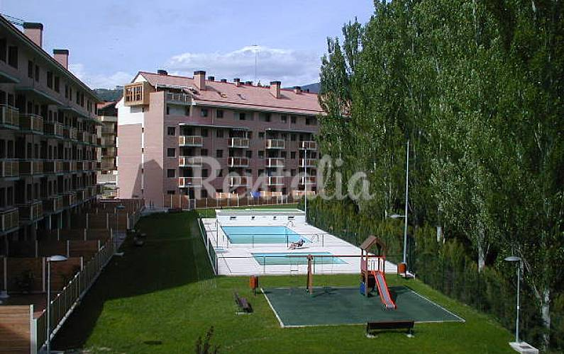 Amplio apartamento 3 hab con piscina jaca huesca for Piscina jaca