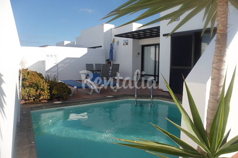 Villa con 3 stanze con piscina playa blanca yaiza lanzarote parco nazionale timanfaya - Piscina laghetto playa prezzo ...