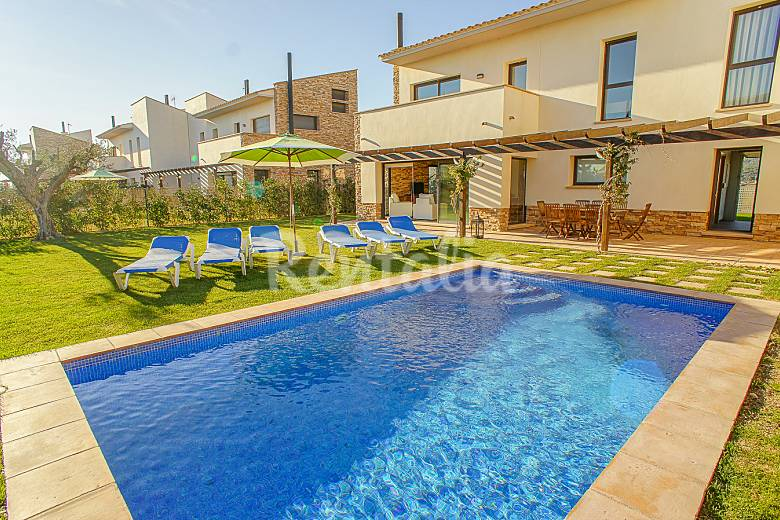 Casa para 6 personas con piscina y jard n privado albons for Piscina jardin girona