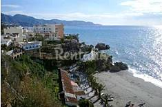 Apartment sharing pool & gardens overlooking beach Málaga