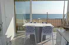 Apartamento de 2 habitaciones en 1a línea de playa Girona/Gerona