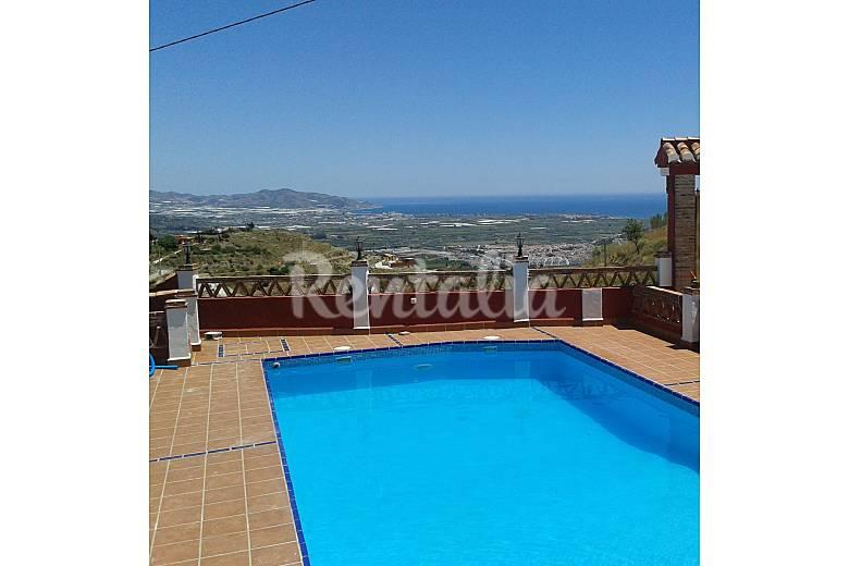 Villa de 4 habitaciones a 4 km de la playa salobre a for Piscina publica alhendin granada