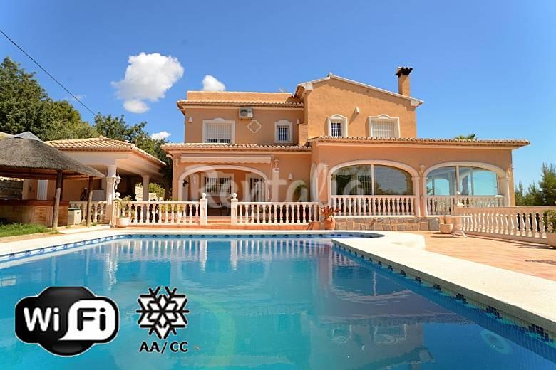 Villa de luxe avec piscine priv e et vue mer calpe calp alicante costa blanca for Maison moderne de luxe avec piscine