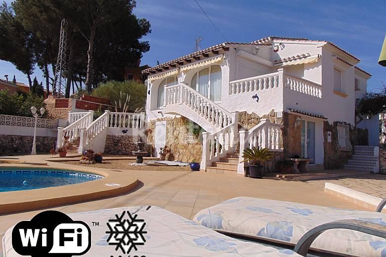 Villa con piscina privada cerca de la playa benissa for Villas con piscina privada