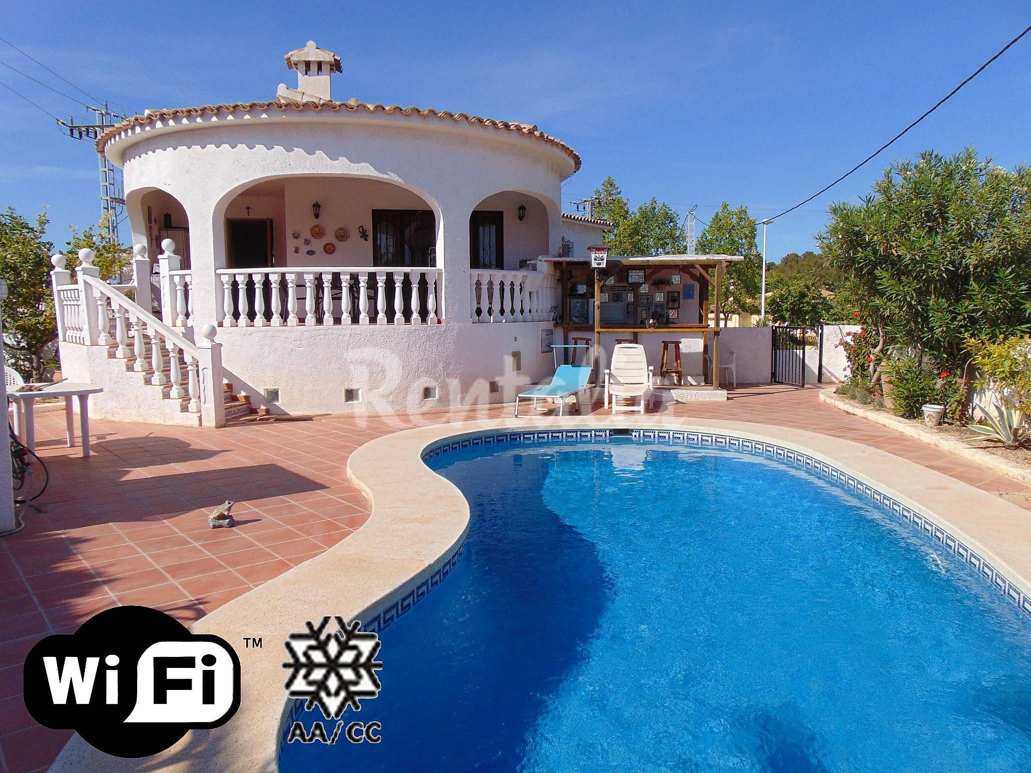 Villa con piscina privada y cerca de la playa calpe calp for Piscinas calpe