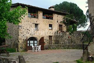 Masia con 4 alojamientos. Jardín con piscina Girona/Gerona