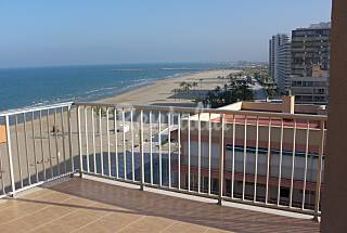 Apartment with 4 bedrooms on the beach front line Valencia