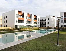 Apartamento moderno con piscina y parking. Tarragona