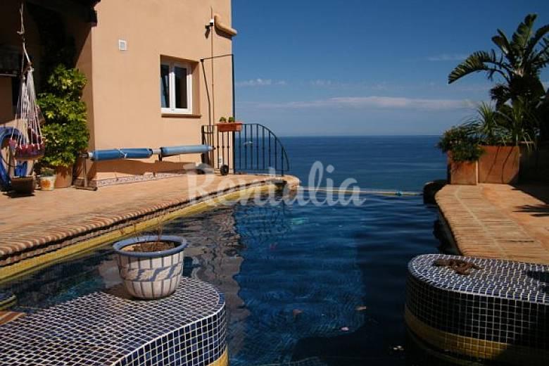 Casa con piscina y vistas al mar ventanicas el cantal for Casas vacacionales con piscina