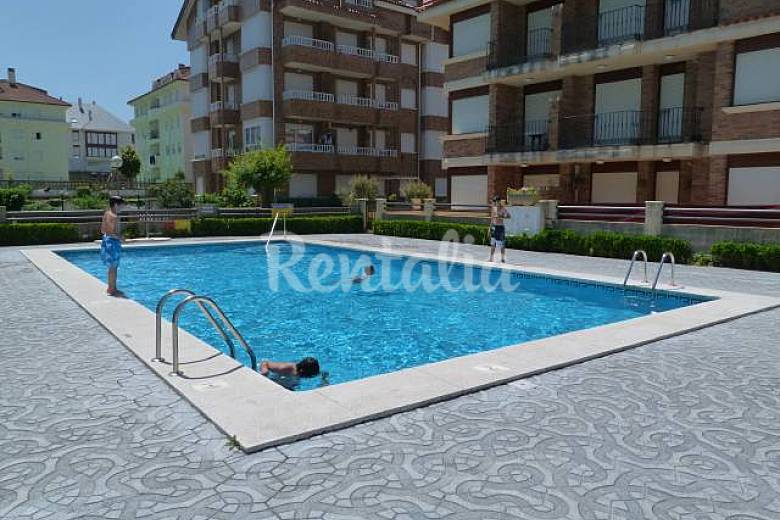 Coqueto piso con piscina a 450mts playa noja for Piscinas trobajo del camino