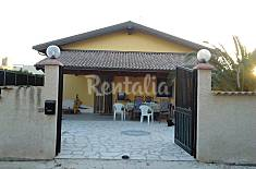 Villa with 3 bedrooms only 40 meters from the beach Ragusa