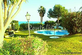 Apartamento 4 pax con piscina comunitaria y vistas Girona/Gerona
