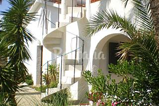 Villa for 5-6 people at beach seafront-657 A 2 Houses for 4-10 people on the beach front line Alicante
