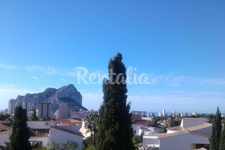Villa con piscina privada y vistas al mar en calpe calpe for Villas en calpe con piscina