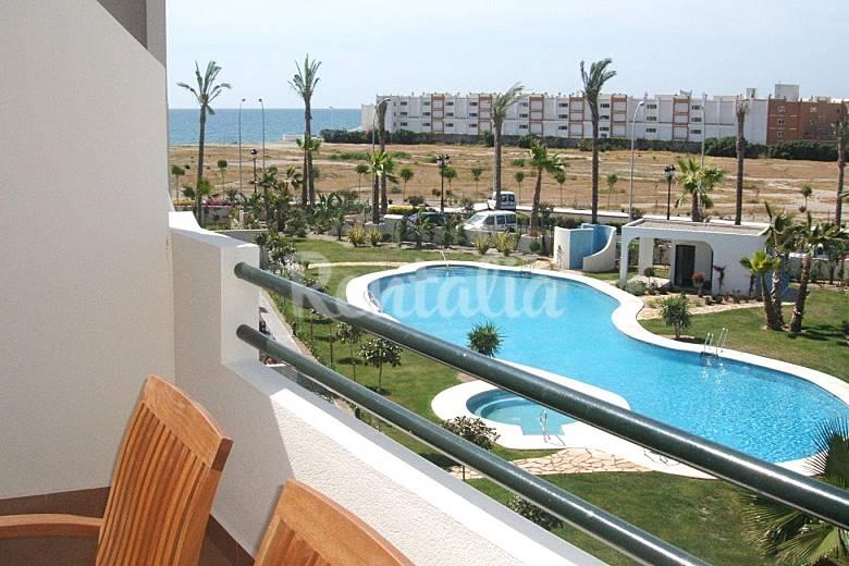Tico con piscina privada 2 dormitorios vera playa vera for Atico con piscina privada