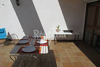 Apart 2 hab 4 people. Pull .5 min.  from the beach Girona