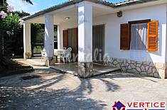 Villa with 3 bedrooms on the beach front line Latina