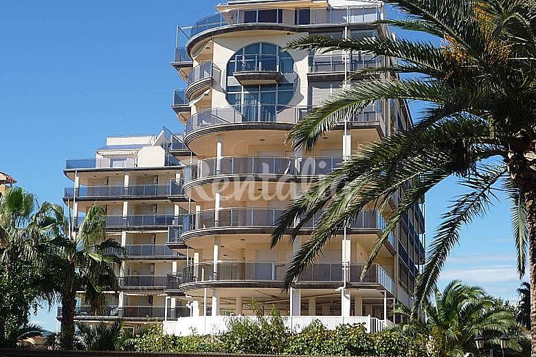 Apartamento con piscina a 50 metros de la playa for Piscina 50 metros sevilla