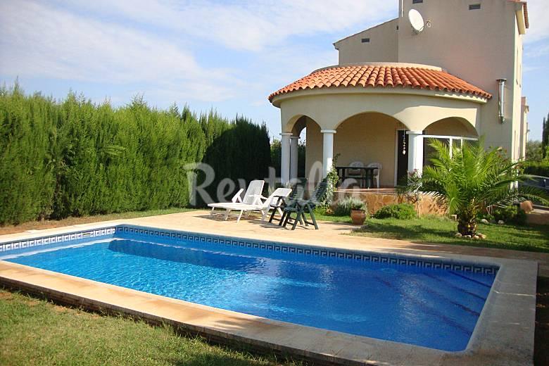 Chalet con piscina privada y wifi pe scola castell n for Piscinas castellon