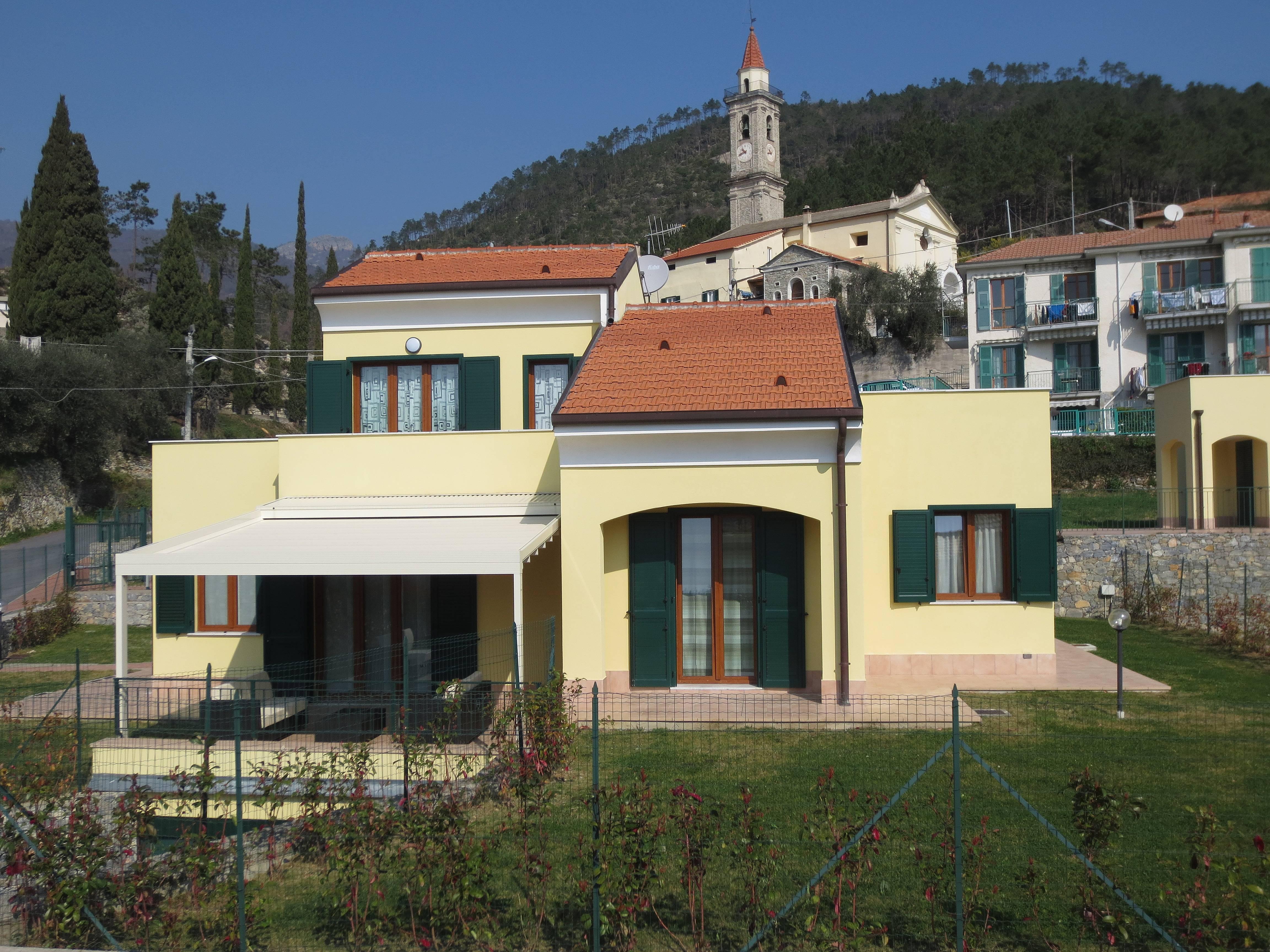 Villa per 4 10 persone a 4 km dalla spiaggia verzi for Case loano affitto