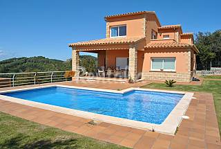Villa for rent only 1500 meters from the beach Girona