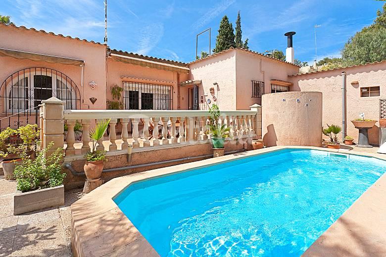 Casa de 3 habitaciones con piscina privada costa de la for Casas con piscina mallorca