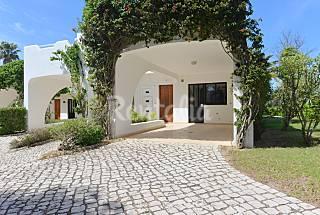 3 Casas duplex com 2 quartos a 200 m da praia