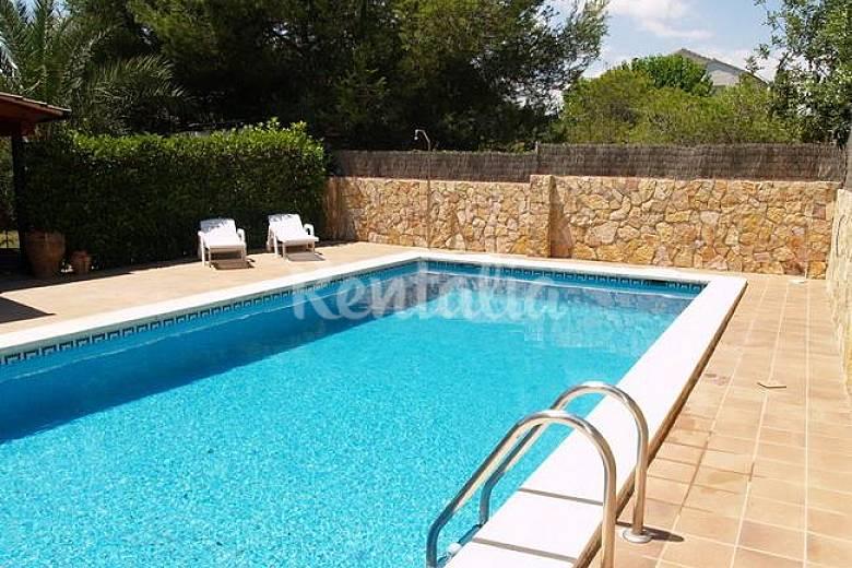 Casa individual 10 personas con piscina privada for Apartamentos con piscina privada
