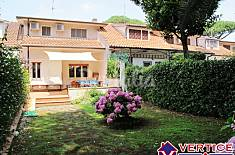Villa with 4 bedrooms only 350 meters from the beach Latina