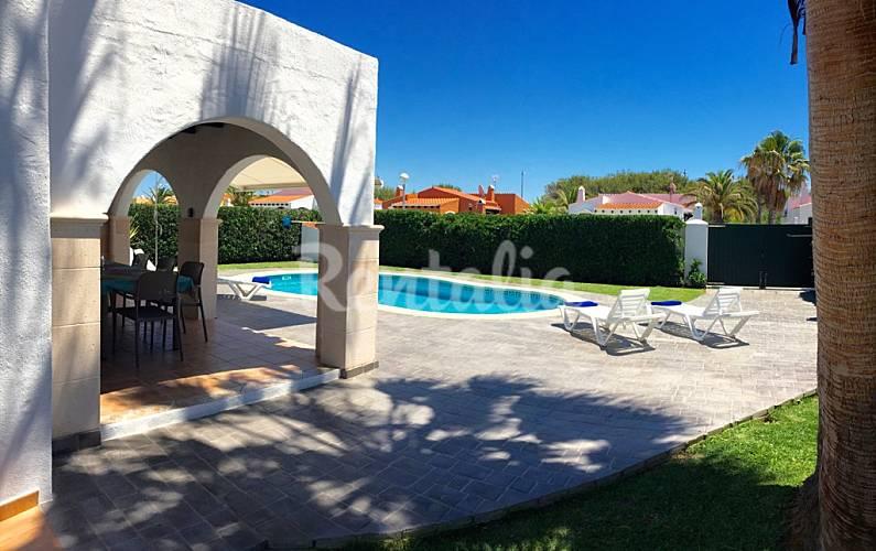 Villa para 6 8 personas en cap d artruitx cap d 39 artrutx for Jardin hormiguita viajera villa bosch