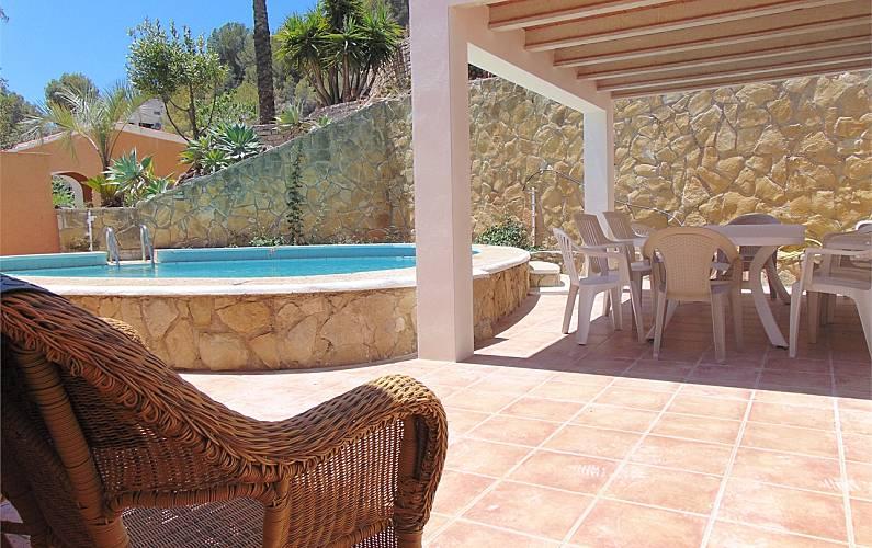 Villa con piscina privada y vistas al mar en calpe calpe for Villas con piscina privada