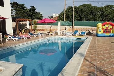 Bonito chalet con piscina climatizada 10 adultos for Precio piscina climatizada