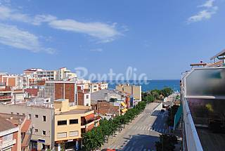 Apartment for 7 with 2 large terraces by the beach Barcelona