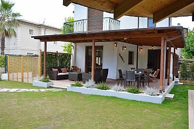 Villa a 600m dal mare con Jacuzzi in giardino Lucca