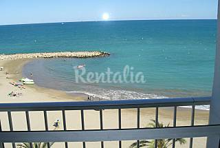 Apartment with 3 bedrooms on the beach front line Castellón