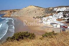 Apartment,1 room only 100 mt from  Beach in Burgau Algarve-Faro