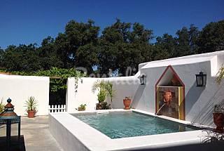 Casa  com piscina privada perto da praia e L...