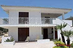 Villa for four people to 50 meters from the sea Ragusa