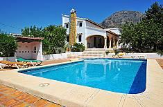 Villa en alquiler a 3.8 km de la playa Alicante