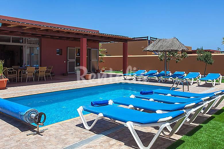 Casa en alquiler con piscina caleta de fuste antigua for Alquiler casa con piscina