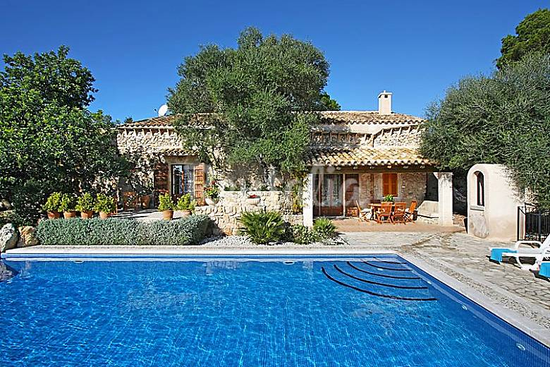 Casa para 6 personas con piscina sineu mallorca for Casas con piscina mallorca