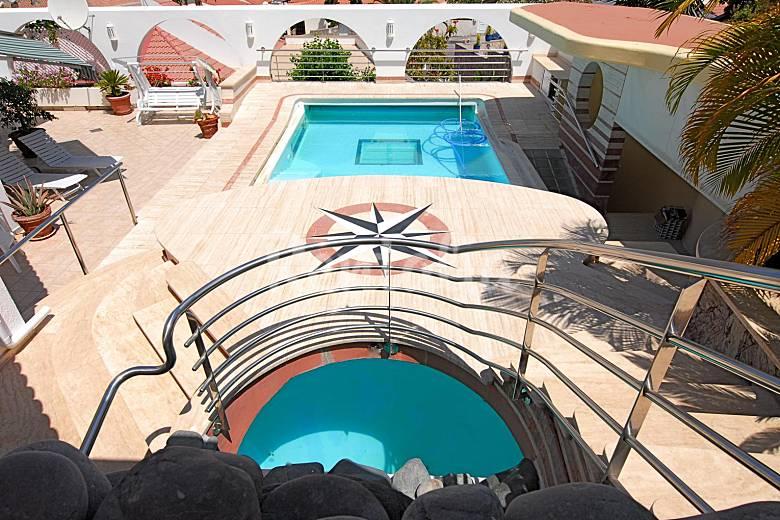 Casa con vistas al mar y piscina climatizada la playa de for Casas vacacionales con piscina
