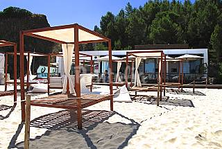 Apartamento T2 com 2 piscinas a 50 mt da praia Setúbal
