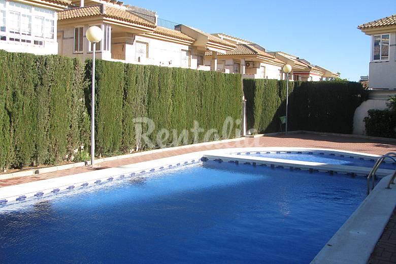 Apartamento tico con piscina los alcazares los for Piscina los alcazares