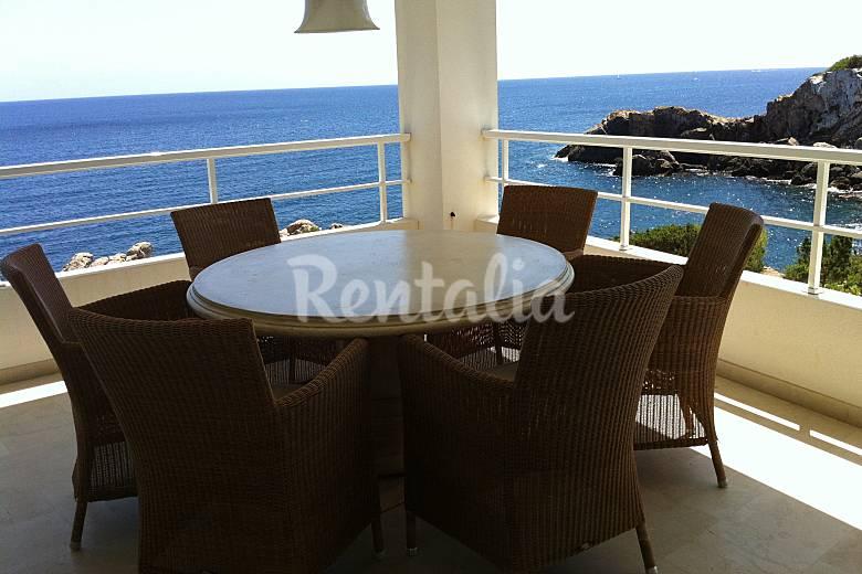 Sobre el mar 3 habitaciones de lujo entre 2 calas la for Habitaciones sobre el mar
